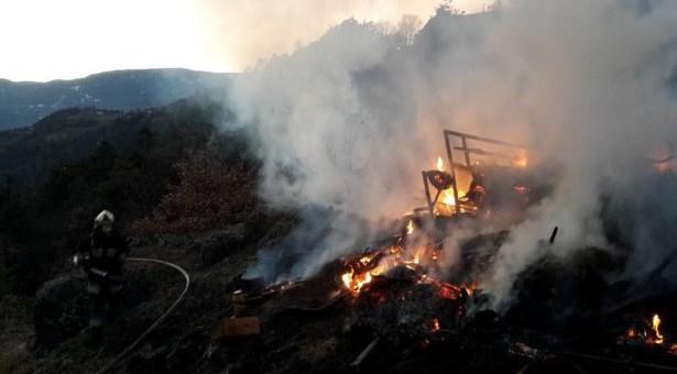 Heulager in Flammen
