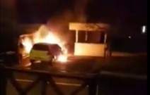 Zwei Autos in Flammen