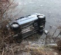 Auto stürzt in die Etsch