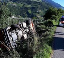 Müllwagen in Böschung gestürzt
