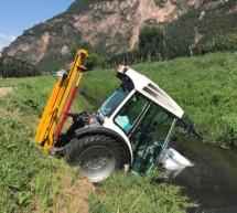 Traktor im Graben
