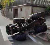 Umgekippter Traktor