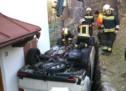 Lieferwagen gegen Hausmauer