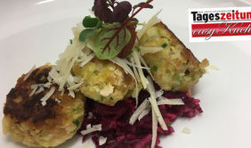 Pressknödel auf Rote Beete-Salat