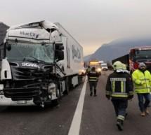Auffahrunfall zwischen zwei Lkw
