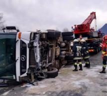 Umgekippter Müllwagen