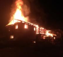Almhütte in Flammen