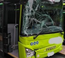 Bus knallt gegen Bus