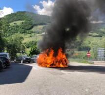Auto brennt völlig aus