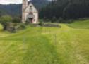 Drehkreuz vor der Kirche