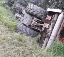 Traktor überschlägt sich