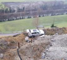 Geländewagen stürzt in die Tiefe