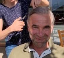 Arnold hat die Haare schön