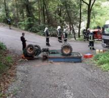 Unter Traktor eingeklemmt