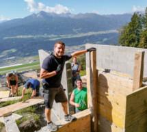 Jungbauern bauen Kapelle