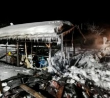 Holzhütte in Flammen