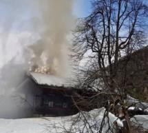 Wohnhaus in Flammen