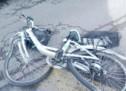 Radfahrer unter Lkw geraten