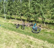 Pkw fährt Radfahrer an