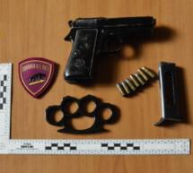 Pistole im Auto