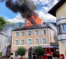 Dachstuhlbrand in Auer