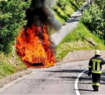 Fahrzeug in Flammen